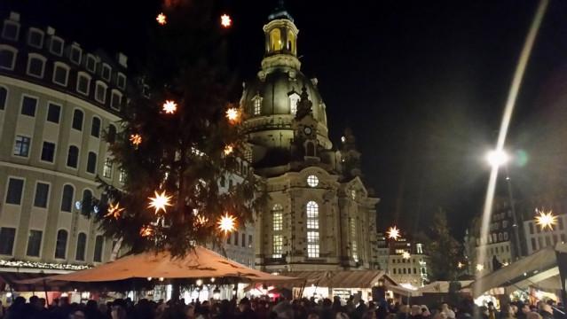 Der Weihnachtsmarkt an der Frauenkirche bietet ein prachtvolles Panorama