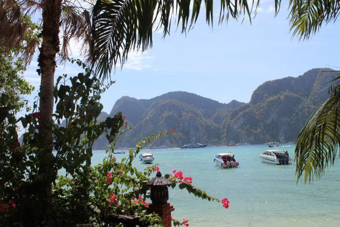 Kartsteinfelsen auf Koh Phi Phi in Thailand