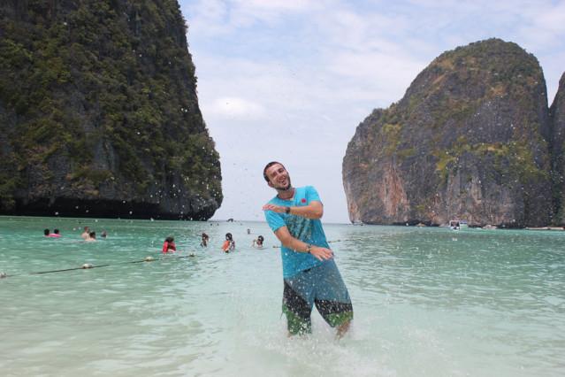 Allein ist man an der berühmten Maya Bay zwar nie, beeindruckend ist sie aber dennoch