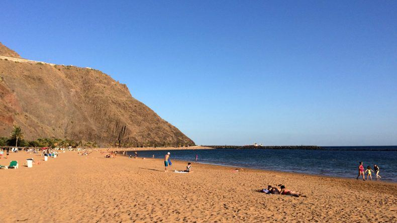 Der Sandstrand Playa de las Teresitas