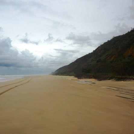 typisch Fraser Island - die breiten Sandstrände