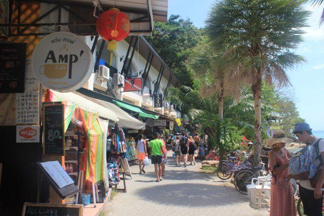 Einkaufsmeile auf Koh Phi Phi in Thailand