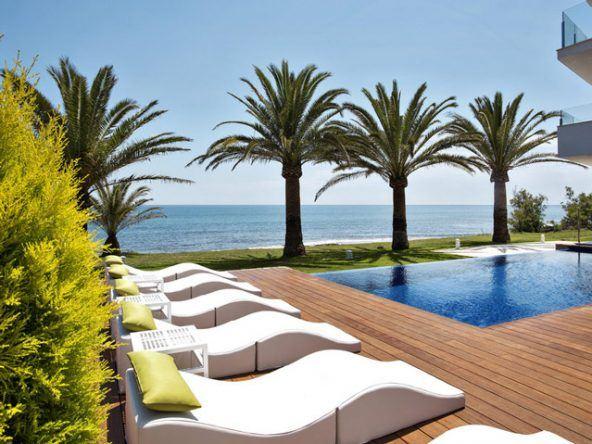 Entspannen in stylischer Atmosphäre am Pool