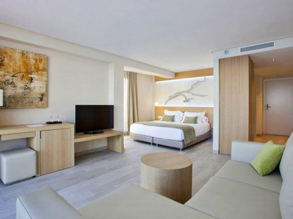 Auch die Zimmer im Hotel sind modern und elegant eingerichtet