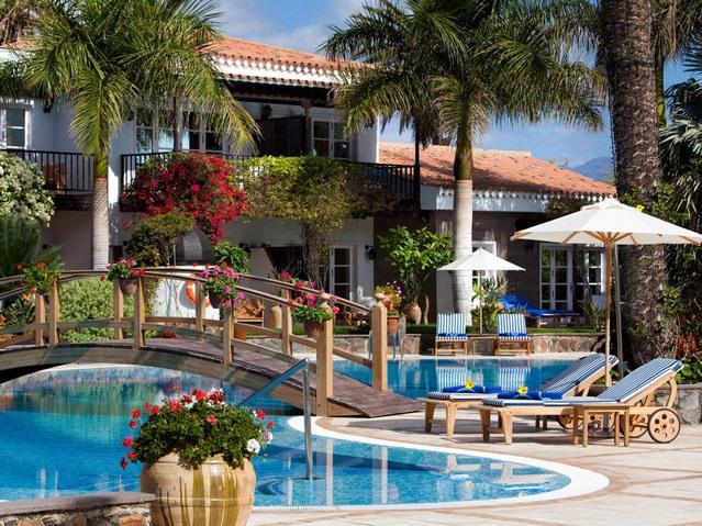 Die traumhafte Hotelanlage wartet mit 2 Pools, einer eigenen Boutique und Friseur auf.