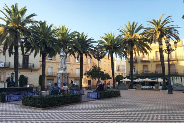 Der Marktplatz Plaza de la Laguna in ayamonte lädt zum Verweilen ein