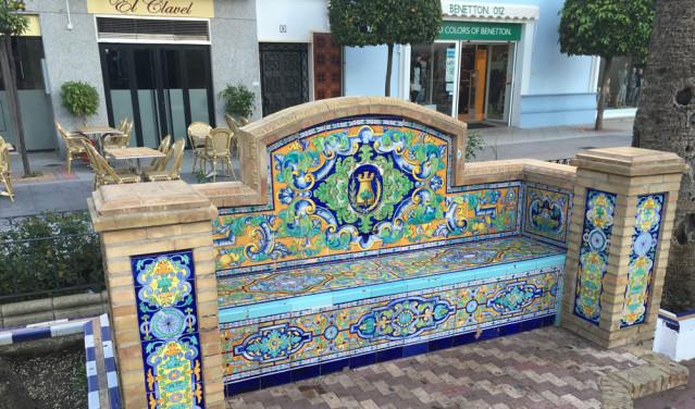 Aufwendig verziert und somit perfektes Fotomotiv - die Bänke auf dem Marktplatz in Ayamonte