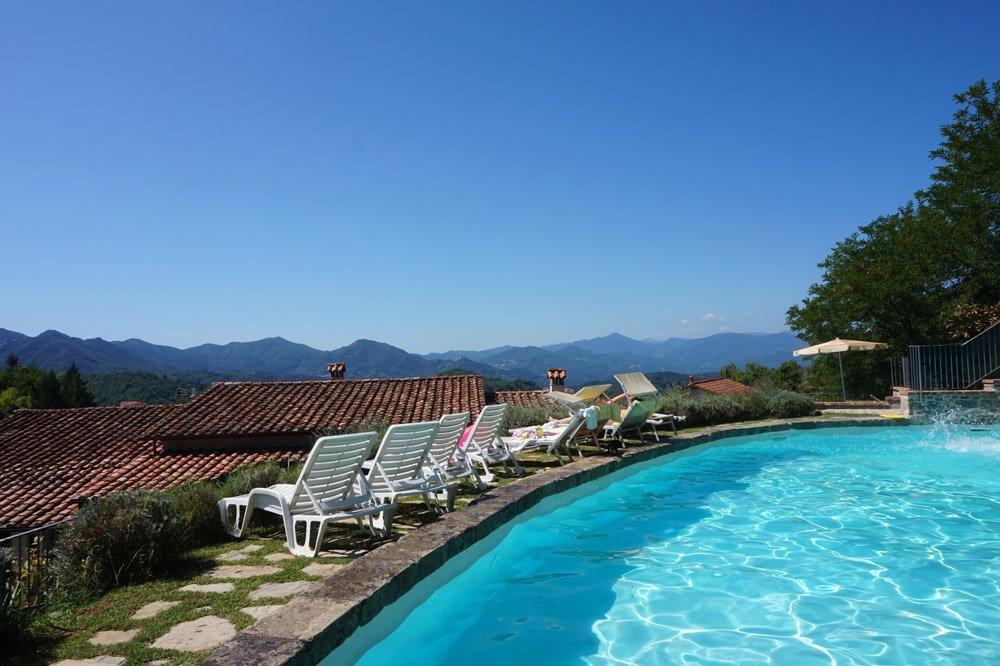 Ein Traum in blau: Mein Pool im Hotel