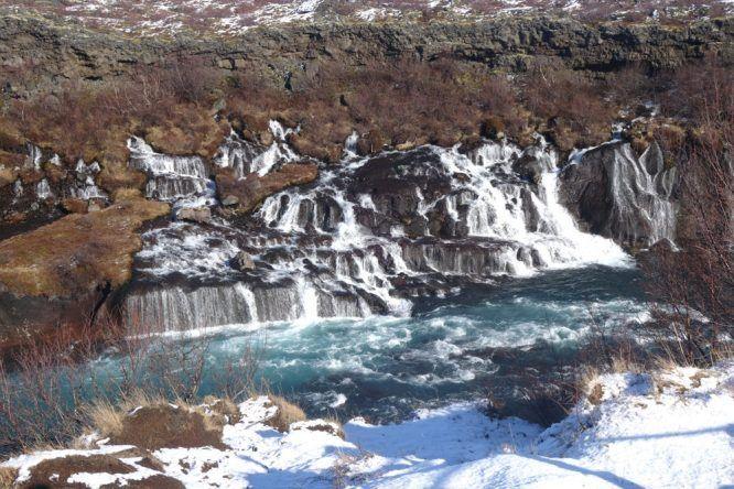 Hraunfossar, einer von Islands zahllosen Wasserfällen