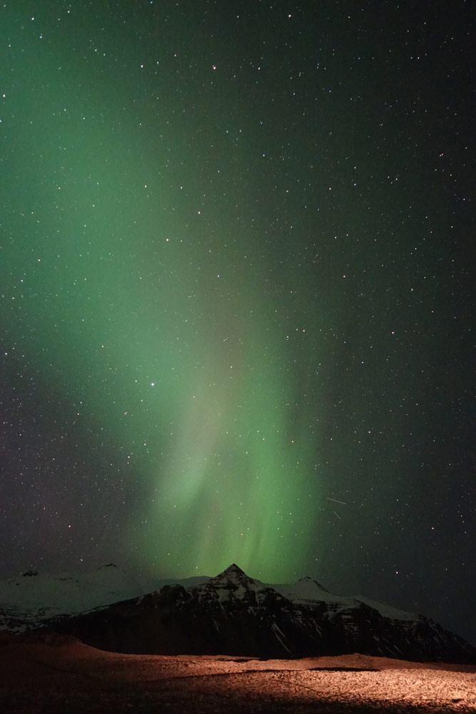 Polarlicht erhellt den Himmel