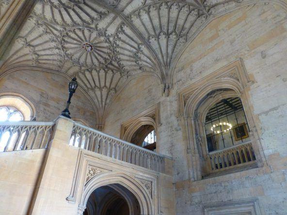 Sieht aus wie in Hogwarts! Der Weg zur Dining Hall in der Christ Church in Oxford