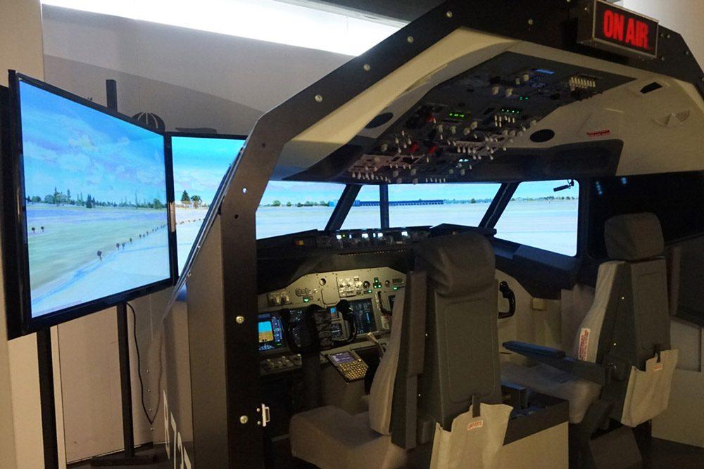 Fliegen üben im Flugsimulator