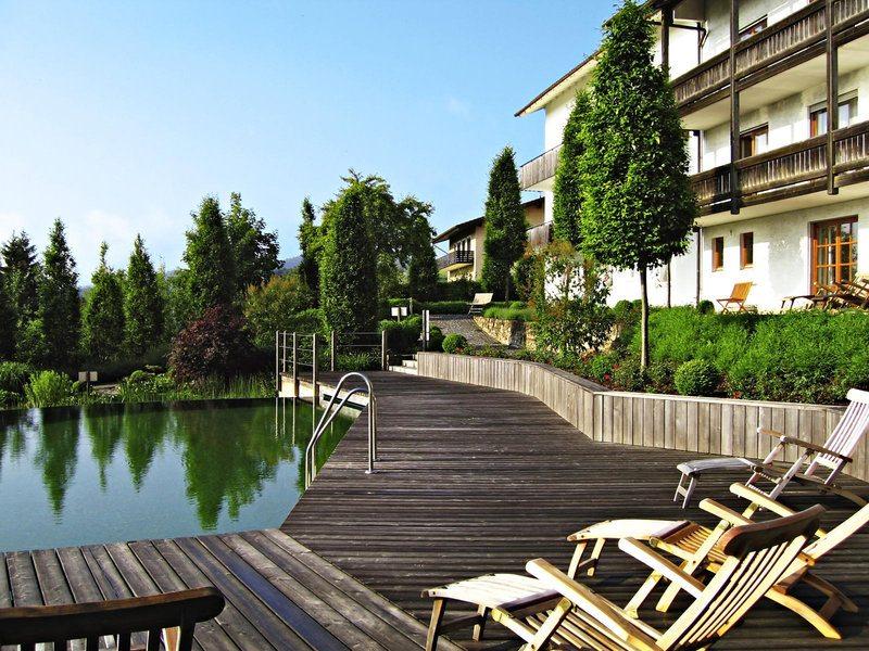 Entspannung am Naturpool in ruhiger Umgebung im Hotel Christiane in Bayern
