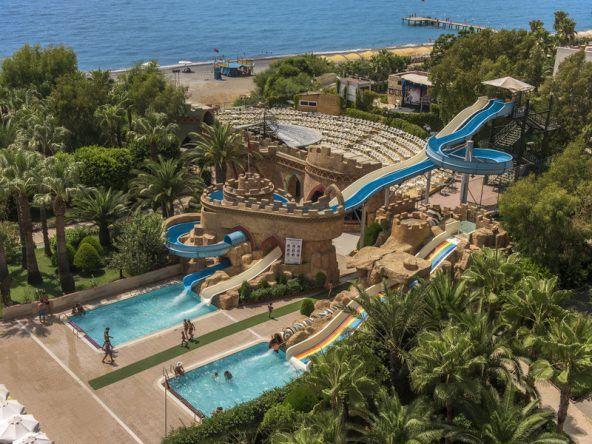 Wasserrutschenspaß für die ganze Familie im Delphin Deluxe in der Türkei