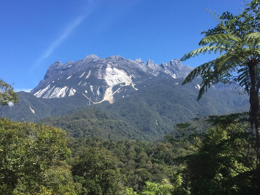 Von der Spitze des Mt. Kinabalu kann man bei gutem Wetter sogar das Meer sehen