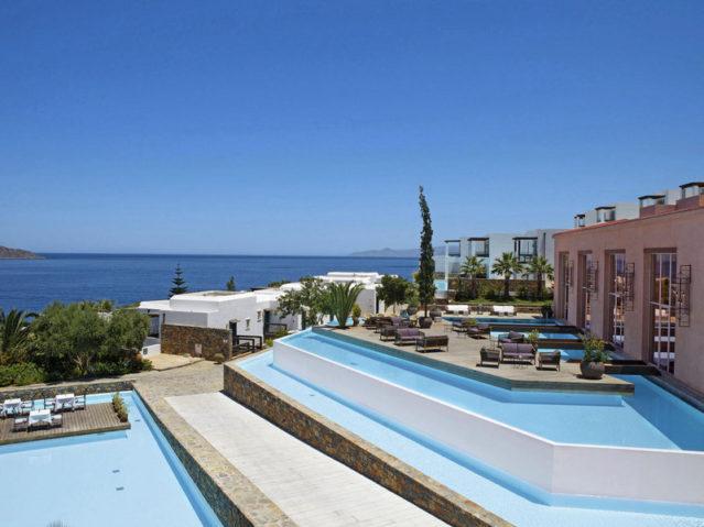 300 Zimmer verfügt das SENSIMAR Elounda Village Resort & Spa auf Kreta