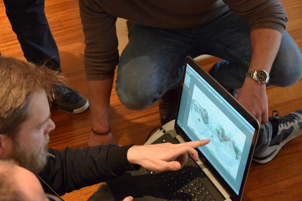 Am Laptop werden die Aufnahmen überprüft