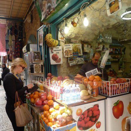 Frisches Obst an den verschiedenen Ständen
