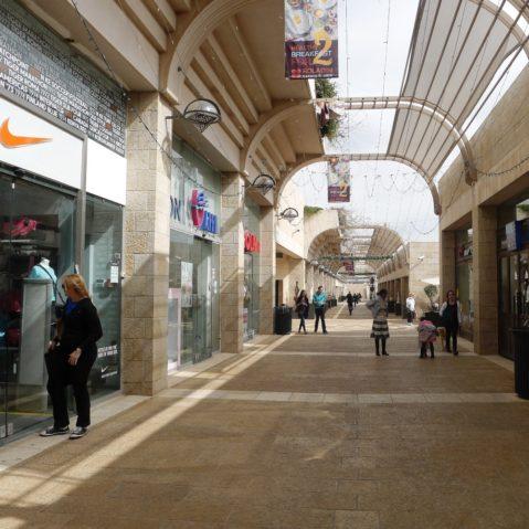 Shopping Mall vor der Altstadt