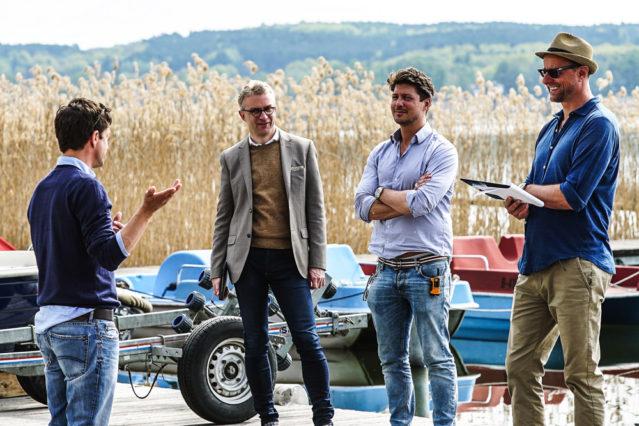 Concierge Jens zeigt seine Schauspielkünste vor Andreas, Sebastian und Herrn Lemke, Director of Marketing & Sales von A-ROSA