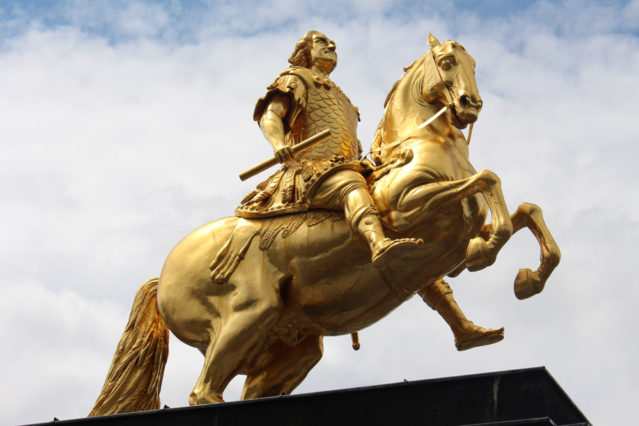 Am Neustädter Markt steht der Goldene Reiter