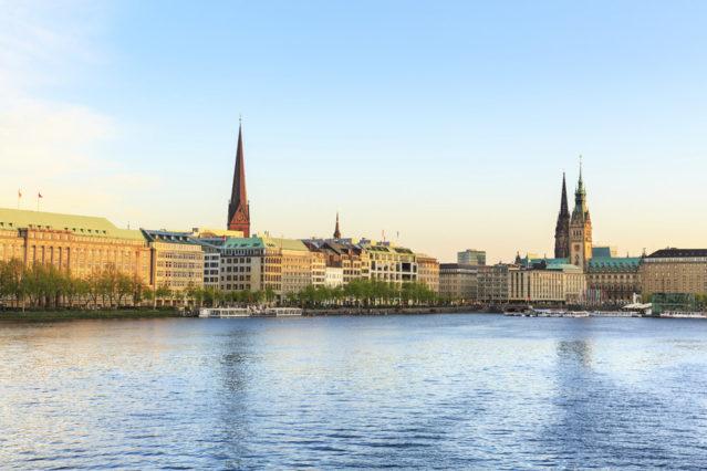 Der Blick auf die Alster im schönen Hamburg
