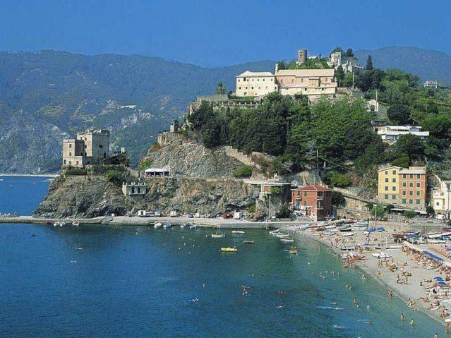 Das Hotel Cinque Terre in Monterosso Al Mare in Italien direkt am Strand