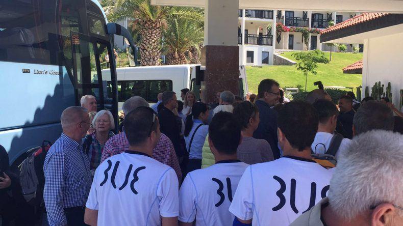 Die Hotelmitarbeiter freuen sich auf die ankommenden Gäste