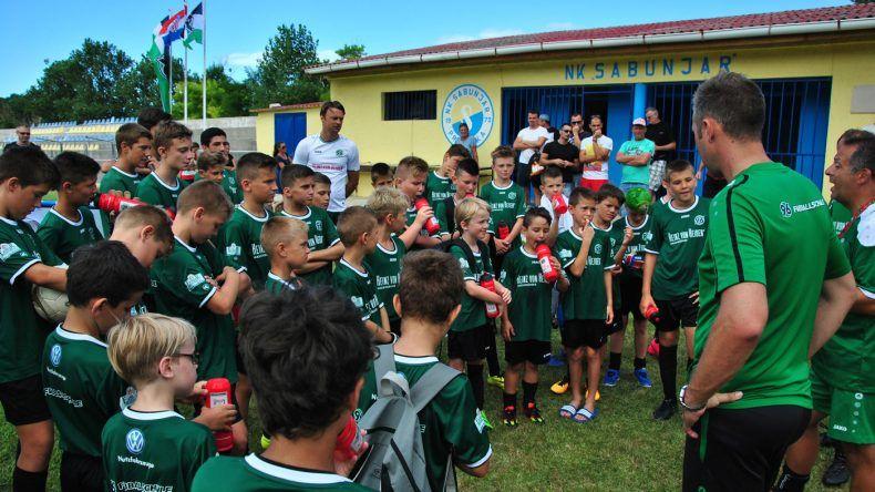 45 Kinder nahmen beim ersten Fußballcamp 2016 teil