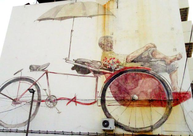 The Awaiting Trishaw Paddler: Streetart von Ernest Zacharevic