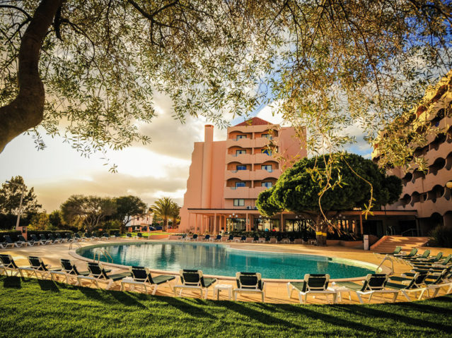 Von außen: Hotel Vila Gale Atlantico
