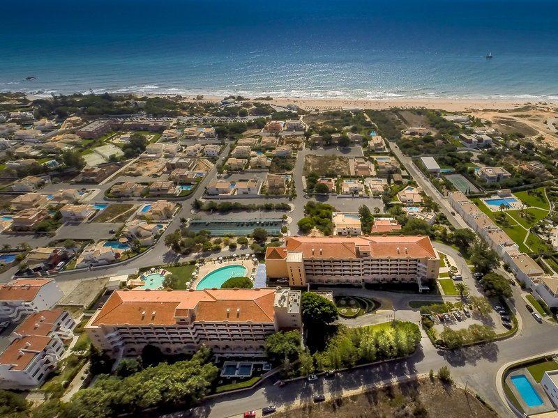 Das Hotel Vila Gale Atlantico liegt direkt am Strand Galé
