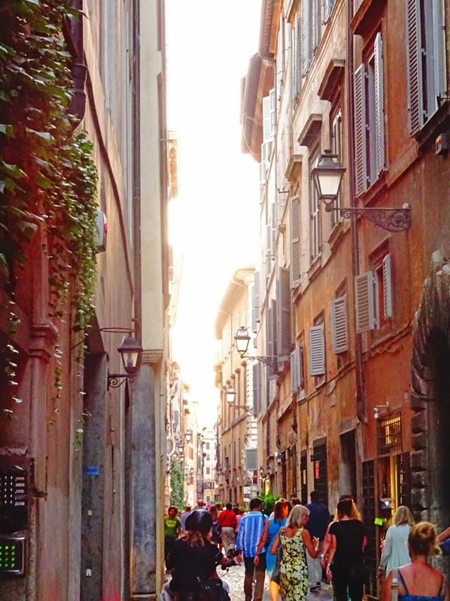 Und wieder einmal das beliebte Fotomotiv der Gassen Roms