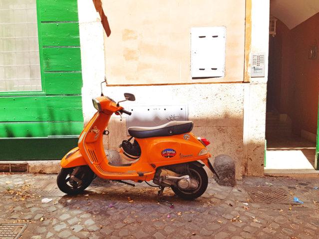 Bestes Fortbewegungsmittel durch Roms enge Gassen: Der Roller