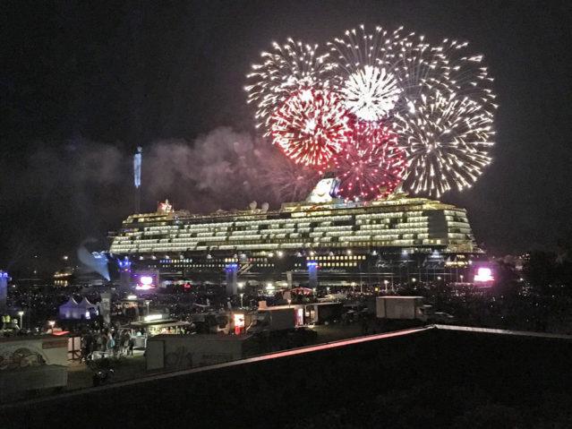 Feuerwerk Mein Schiff 5 Taufe