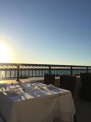 Abendessen mit Meeresblick