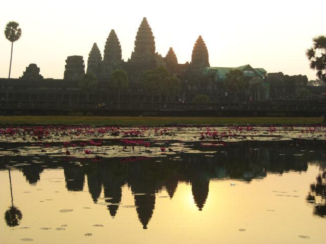 Dafür lohnt sich das Warten: Sonnenaufgang über Angkor Wat