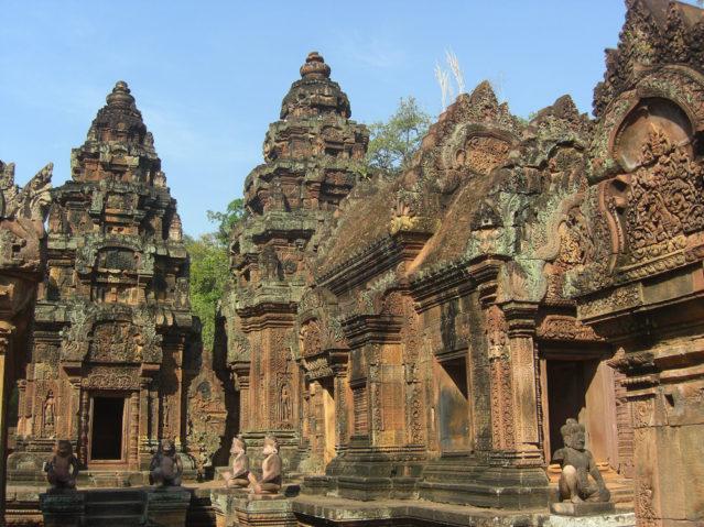 Der Banteay Srei Tempel ist für seine besonders filigrane Stein-Schnitzereien bekannt
