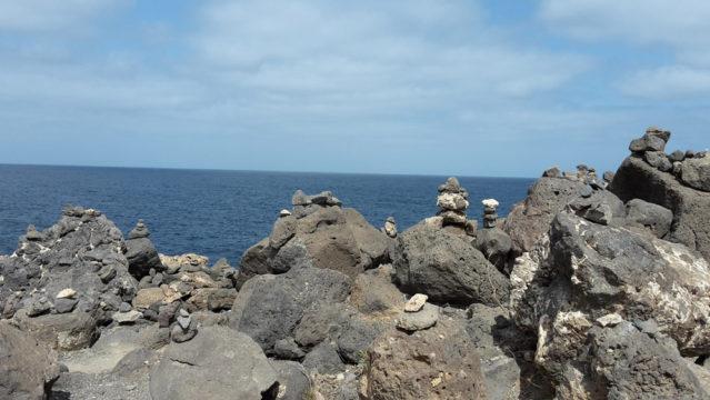Interessante Gesteinsformationen bei der Felsbucht Buracona