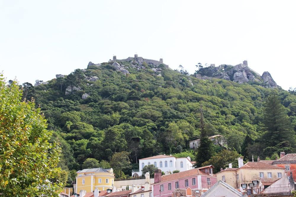 Hier lohnt es sich den Bus zu nehmen: Das Castelo dos Mouros