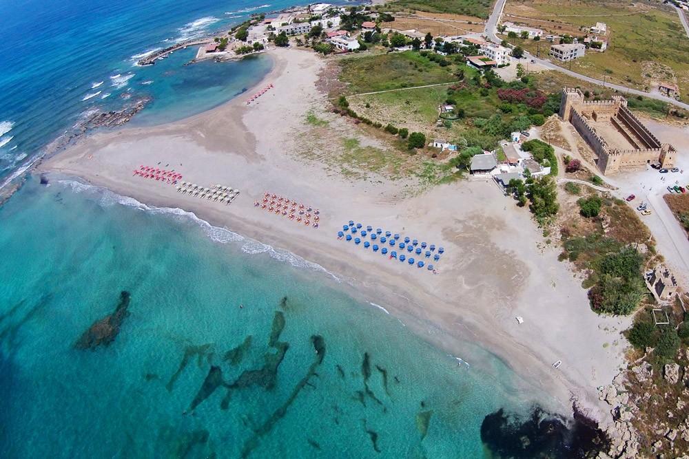 Der Strand von Frangokastello eignet sich hervorragend für euren Familienurlaub auf Kreta