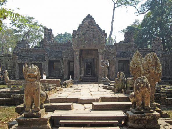 In der Mittagshitze ist hier in Preah Khan kaum ein Mensch anzutreffen. Ein guter Platz für unsere Mittagspause!