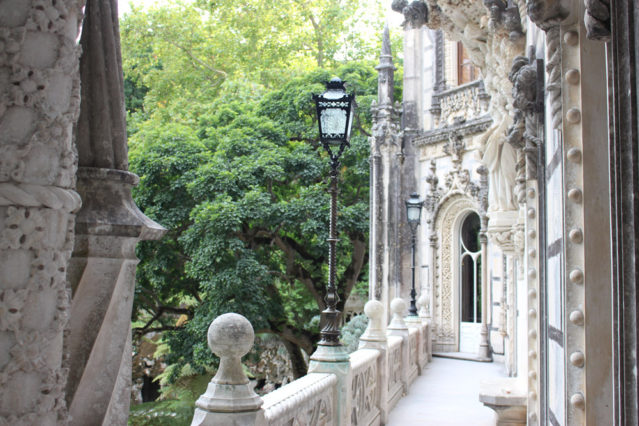 Quinta da Regaleira: Ihr solltet auch ins Schloss und auf die Balkone gehen