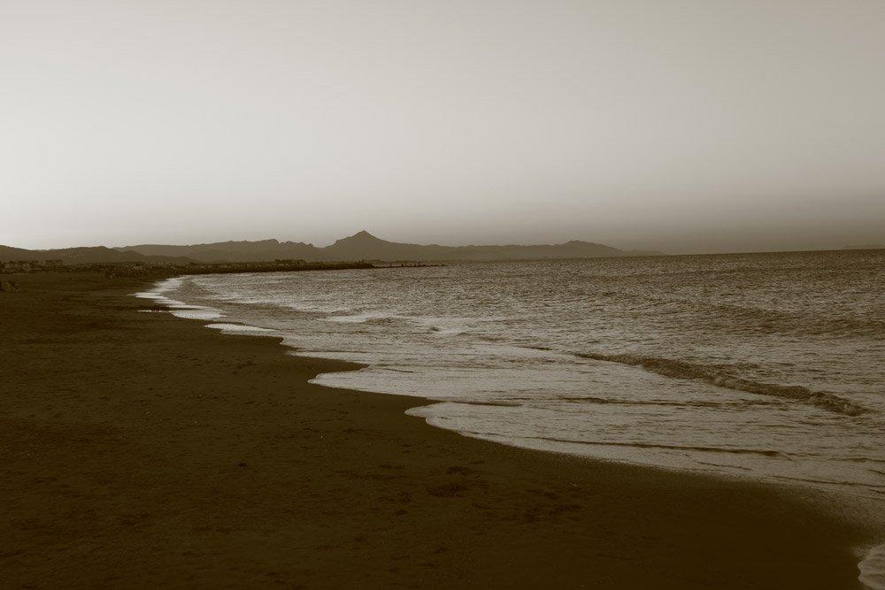 Strand in sepia