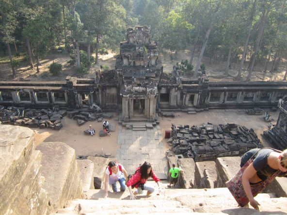 Schweißtreibender Aufstieg auf die Spitze des Ta Keo Tempels