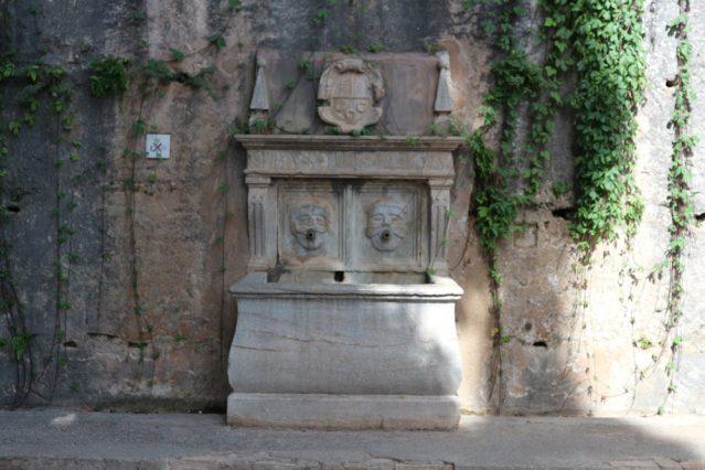 Brunnen auf dem Weg zum Generalife