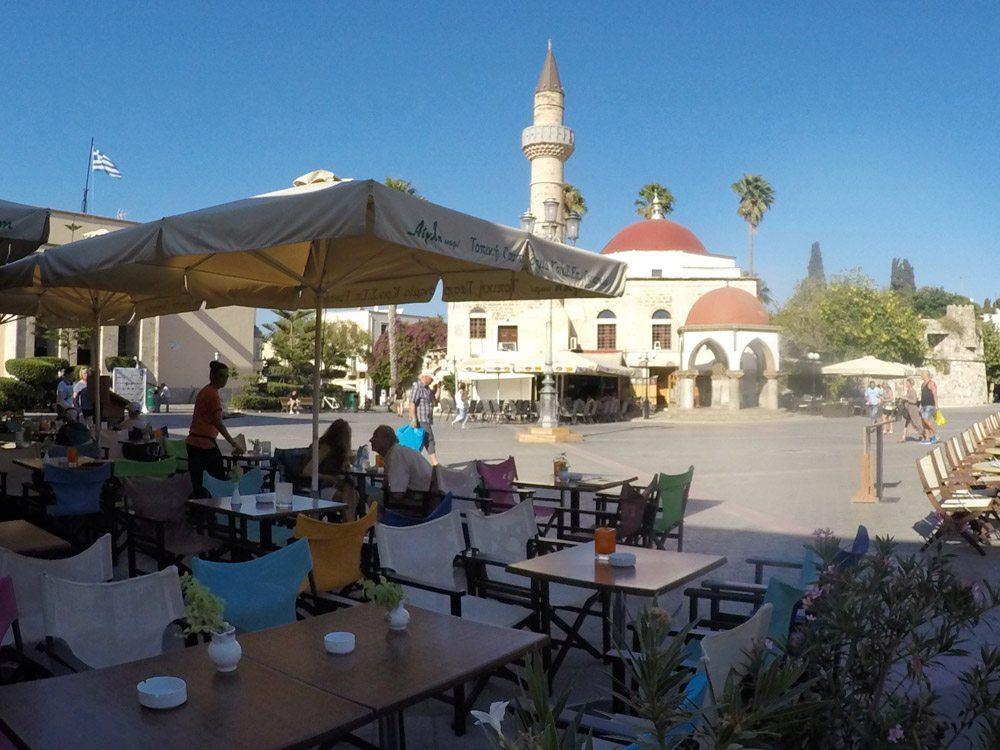 In der Altstadt von Kos gibt es zahlreiche tolle Cafés und RestaurantsIn der Altstadt von Kos gibt es zahlreiche tolle Cafés und Restaurants