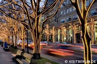 Auch die Straße Unter den Linden ist zur Weihnachtszeit schön beleuchtet
