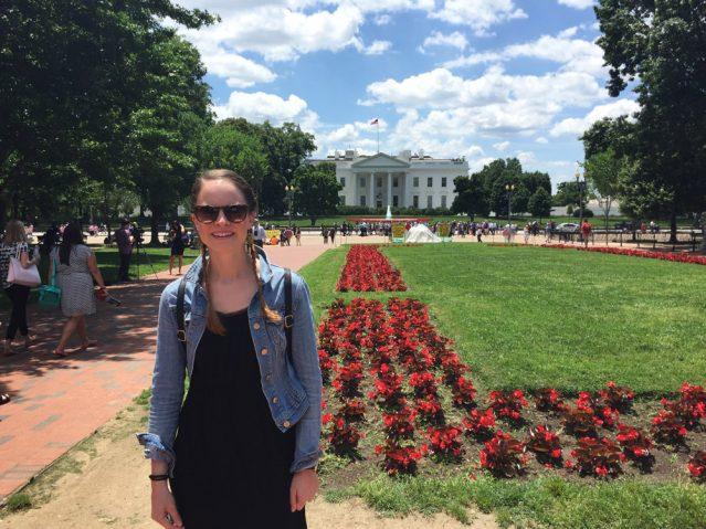 Katharina vor dem weißen Haus