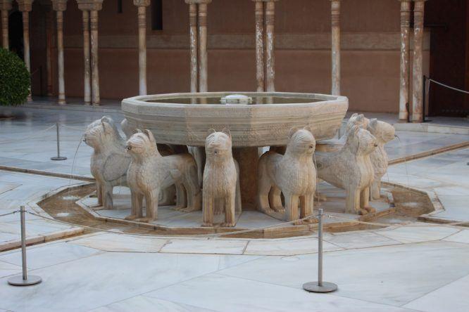 Im Löwenhof steht das künstlerische Herzstück: Der Löwenbrunnen